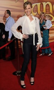 Julie looked fierce at the 'Tangled' premiere in these skinny high waisted pants.