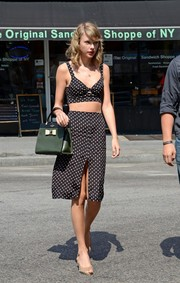 Taylor Swift completed her ensemble with a two-tone leather tote by Kate Spade New York.