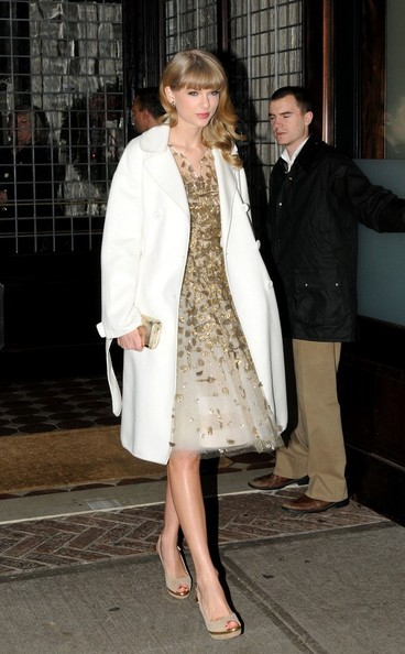 More Pics of Taylor Swift Evening Coat (1 of 7) - Taylor Swift Lookbook - StyleBistro