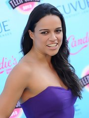 Michelle Rodriguez went for a no-makeup effect with nude lipstick when she attended the Teen Choice Awards.