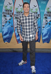 Jimmy loves to wear plaid! Here he dons a plaid button-up with sneakers at the Teen Choice Awards.