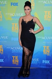 Cassie Scerbo looked glam at the Teen Choice Awards in a slinky lace evening gown.