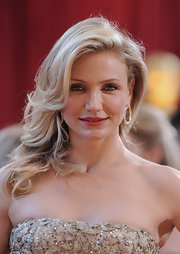 Funny girl Cameron Diaz went for a super glamourous look with her side swept shoulder-length curls. Her minimal makeup and rosy lips were the perfect match.