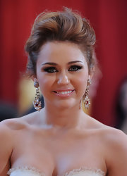 Miley went for a super elegance with this messy up-do, which was perfectly messy and not to over-done.