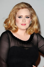 Adele attended the 2012 BRIT Awards wearing a pair of lengthy false lashes.