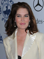 Lara Flynn Boyle accessorized with a lovely pair of dangling spheres.