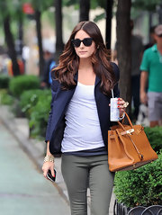 Olivia looked effortlessly chic while wearing a white tee with under a blazer and classic cateye shades.