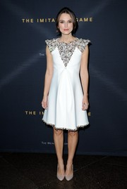 Keeping the focus on her gorgeous dress, Keira Knightley opted for basic nude pumps to complete her look.
