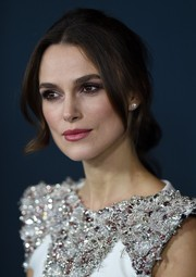 Keira Knightley looked ethereal wearing this loose ponytail with wavy tendrils cascading down both sides of her face during the 'Imitation Game' premiere.