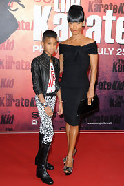 Jada Pinkett Smith showed off her off-the-shoulder dress, which she paired with a black leather clutch.