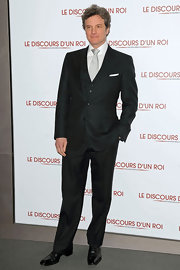 Colin looks supremely debonair in his three-piece suit at 'The King's Speech' premiere.