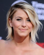 Julianne Hough attended the premiere of 'The Lone Ranger' sporting an edgy yet hip layered razor cut.