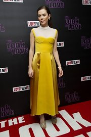 Anna Friel chose a sleek and contemporary yellow frock with a white neck piece for her look at 'The Look of Love' premiere.