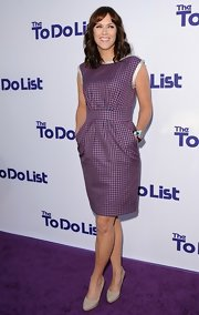 Maggie Carey made gingham look classy when she donned this two-tone purple dress with classic pocket detailing.