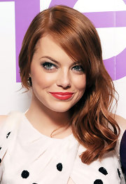 Emma Stone was channeling old Hollywood at the UK premiere of 'The Help'. Her hair was styled with a deep side part and sexy waves were swept over one shoulder.