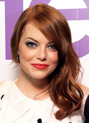 When Emma Stone attended the UK premiere of 'The Help', we could decide which we loved more: the smoky blue eyeshadow or the vibrant red lipstick.