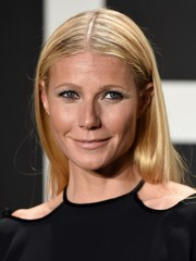 Gwyneth Paltrow stuck to her usual center-parted style when she attended the Tom Ford presentation.