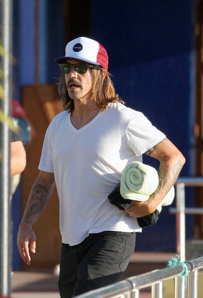 In true California style Anthony Kiedis, rocks his wayfarer sunglasses while vacationing in St. Barts with girlfriend Erin Lokitz. It seems like St. Barts is the hotspot fot most celebrities this holiday season and Anthony is just one of many.