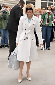 Anna looked polished in a classic trenchcoat with a tied waistline and brass hardware.
