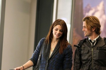 "Ashley Greene Jackson Rathbone ""Twilight"" Cast Lands in Vancouver"
