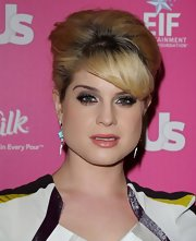 Kelly Osbourne paired her elegant French Twist with soft gray metallic eyeshadow.