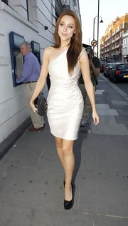 Una Healy headed to her own bachelorette party in style in this one-shouldered, ruched dress.