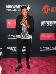 Aisha Tyler layered a cropped blazer over a graphic shirt for the Mayweather vs. McGregor pre-fight party.