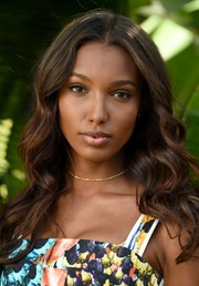 Jasmine Tookes looked oh-so-sweet with her center-parted waves at the Sexiest Push Ups celebration.