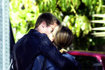 Jennifer Aniston Brad Pitt Valentine Kisses 2002