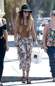 Vanessa topped off her boho street style with a flowing patterned skirt.
