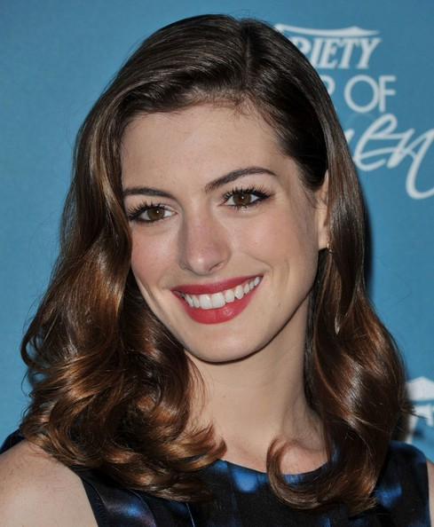 More Pics of Anne Hathaway Medium Curls (1 of 7) - Anne Hathaway Lookbook - StyleBistro
