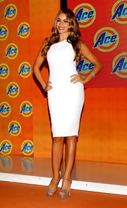 Sofia looked sleek and sexy as ever when she donned a crisp white dress to the Ace detergent event in Mexico.