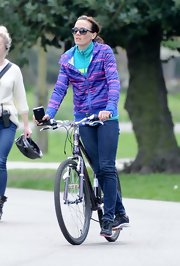 Victoria Pendleton's skinny-leg jeans looked cool and sporty on the biking beauty.