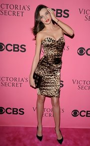 Miranda Kerr kept her accessories simple, pairing her animal-print dress with classic black stilettos.