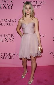 Sasha Pieterse wore a sweet pair of ivory satin pumps to the Victoria's Secret What Is Sexy? party.