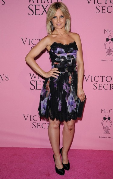 More Pics of Mena Suvari Strapless Dress (5 of 6) - Mena Suvari Lookbook - StyleBistro