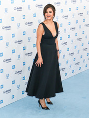 Selena Gomez complemented her frock with black pumps by Tamara Mellon.