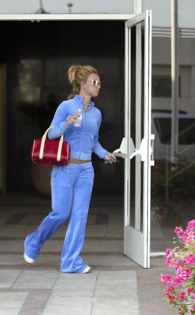 Britney Spears - Celebs Who Heart Juicy Couture - StyleBistro | 635 x 1024 jpeg 105kB