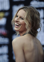 This super model pinned up her long curls in a messy updo while attending the World Music Awards.