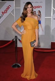 Odette showed off her stunning mustard yellow gown, while hitting the premiere of 'You Again'.