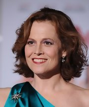 Sigourney paired her curled bob with a sparkling pair of diamond earrings.