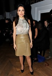 Salma topped off her look with black platform pumps.