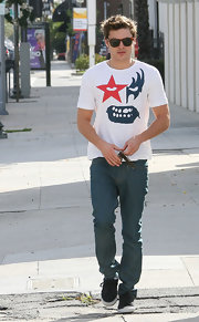 Zac Efron donned an interesting white tee emblazoned with a red and blue face.