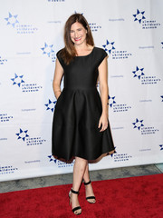 Kathryn Hahn looked sleek in a little black dress with a full skirt and capped sleeves on the red carpet.