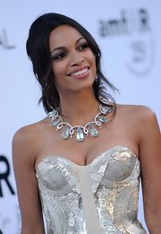 Rosario Dawson amped up her neckline with a sky-blue gemstone and diamond necklace.