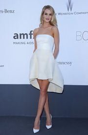 Rosie Huntington-Whiteley showed off her model figure with this strapless bustier top and a skirt with an asymmetrical hemline.