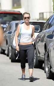 Julianne Hough chose a pair of fold over gray leggings for her workout look in Cali.