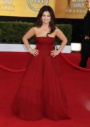 Valerie Bertinelli wowed the crowd of the Screen Actors Guild Awards in a strapless red evening dress.