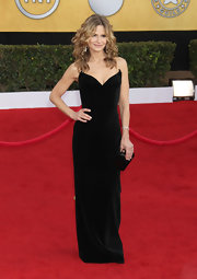 Kyra Sedgwick paired her glamorous velvet gown with a black hard case clutch.