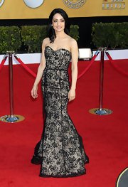 Archie was romantic at the SAG Awards in a lace evening dress with a refined silhouette.